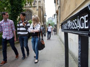 Embassy Oxford students walking in Oxford